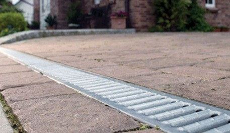 Как устроить ливневую или дождевую канализацию