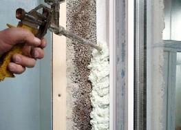 Запенивание и утепление пластикового окна