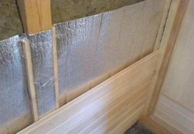 Пароизоляция стен при помощи фольги