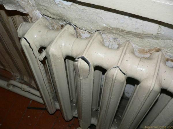 Разрушение радиатора отопления