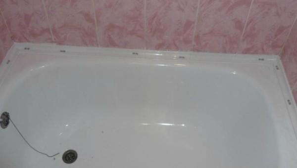 Акриловая ванна с керамическим бордюром