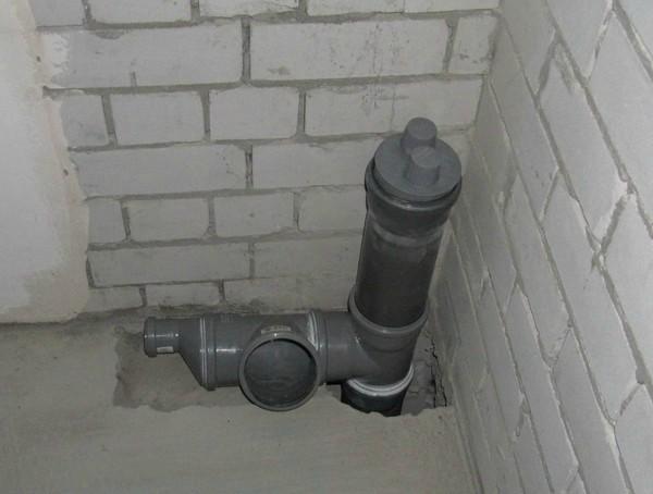 Вакуумный клапан на канализационной трубе