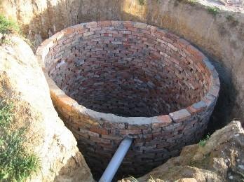 Сливная яма в частном доме из кирпича