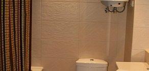 накопительный водонагреватель в ванной
