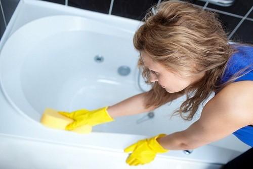 Способы удаления клея на поверхности ванны