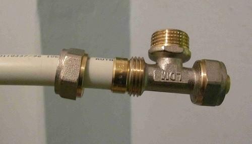Снятие фитинга с трубы